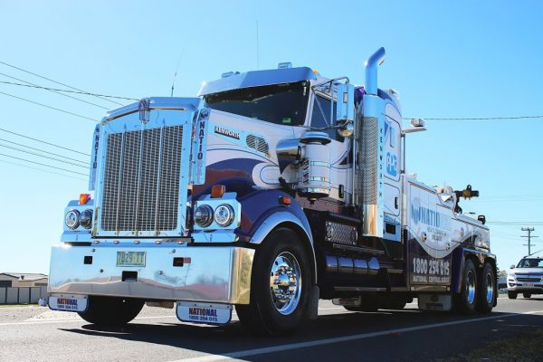 National Heavy Towing & Salvage Kenworth T909
